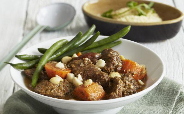 ラム肉とさつまいものタジン鍋風煮込み、マカダミアナッツ添え